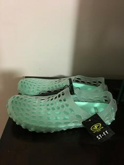 BRAND NEW WOMEN'S SIZE 11-12 ATHLETIC WORKS AQUA CAGED WATER