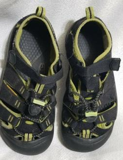 Keen Kid shoes Size 1 sandals reef shoes water shoes gray bl