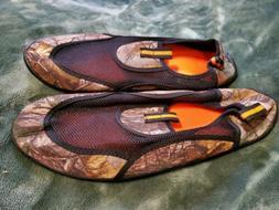 MENS SIZE 13-14 CAMO AQUA SOCKS / WATER SHOES - BRAND NEW
